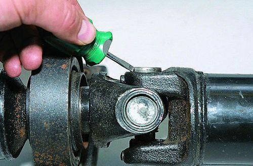 Замена крестовины карданного вала ВАЗ 2107 как снять поменять какие лучше поставить инструкции с фото и видео