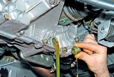 Как и какое масло лить в коробку переключения передач ВАЗ 2110 фото